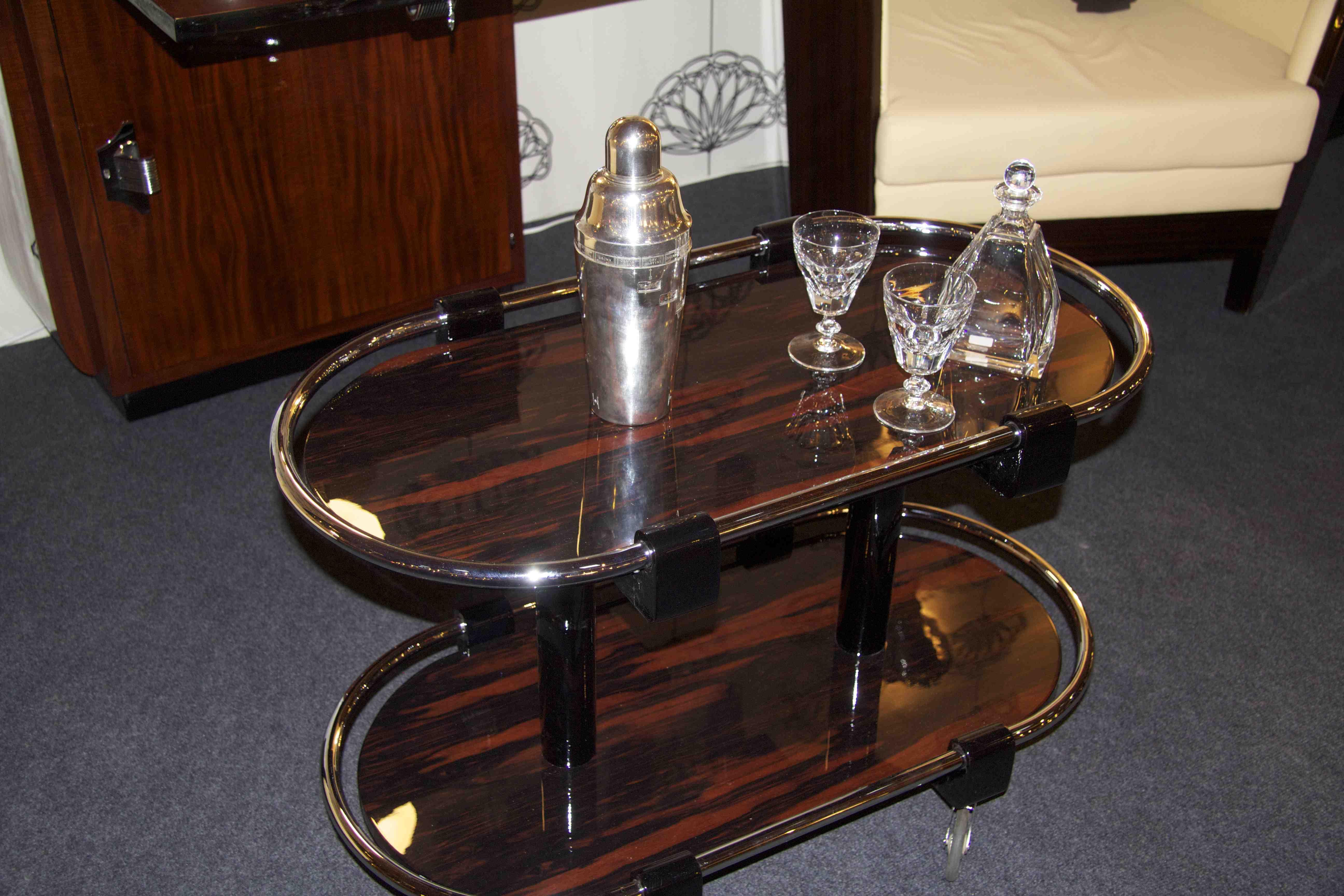 table bar roulant table de lit. Black Bedroom Furniture Sets. Home Design Ideas