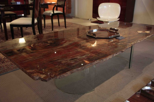Table en bois petrifie Claudia/Petrified table Claudia