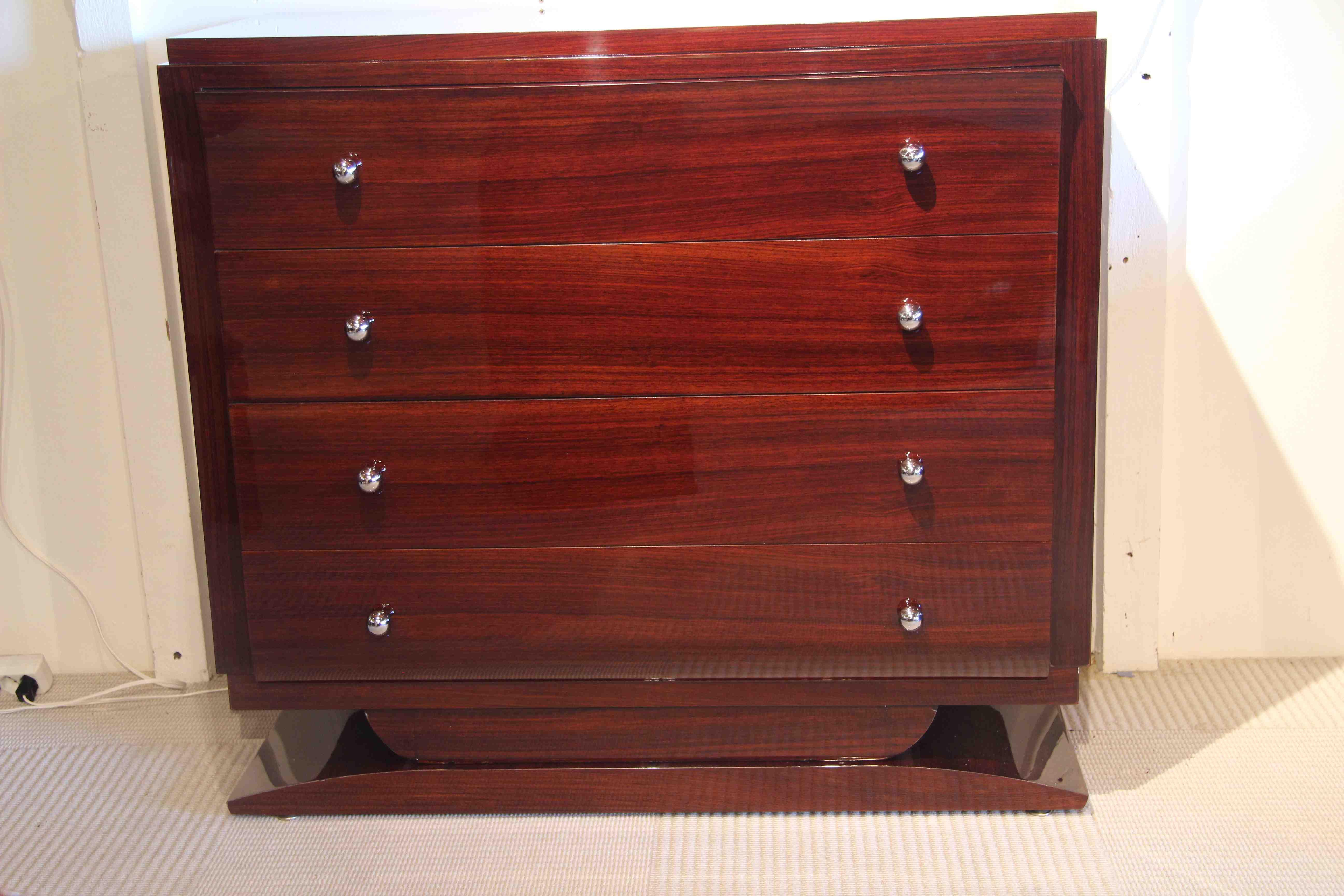 commode art deco en palissandre des indes esprit art d co vente meubles art d co 1930 bauhaus. Black Bedroom Furniture Sets. Home Design Ideas